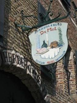 Stadsherberg De Mol