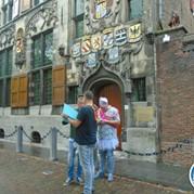 24) Wie is de Rat?  Delft